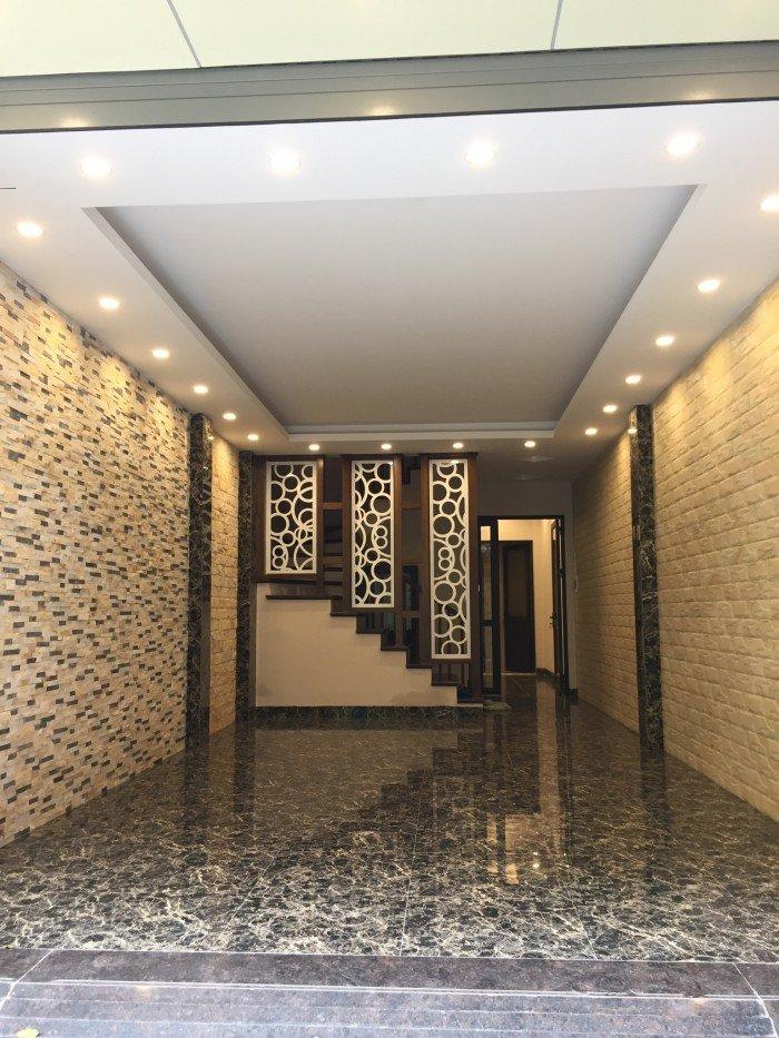 Bán nhà 4,05 tỷ phân lô cán bộ  đường Sông Lấp Hồng Mai, Bạch Mai, 42m2,5 tầng, ô tô vào nhà
