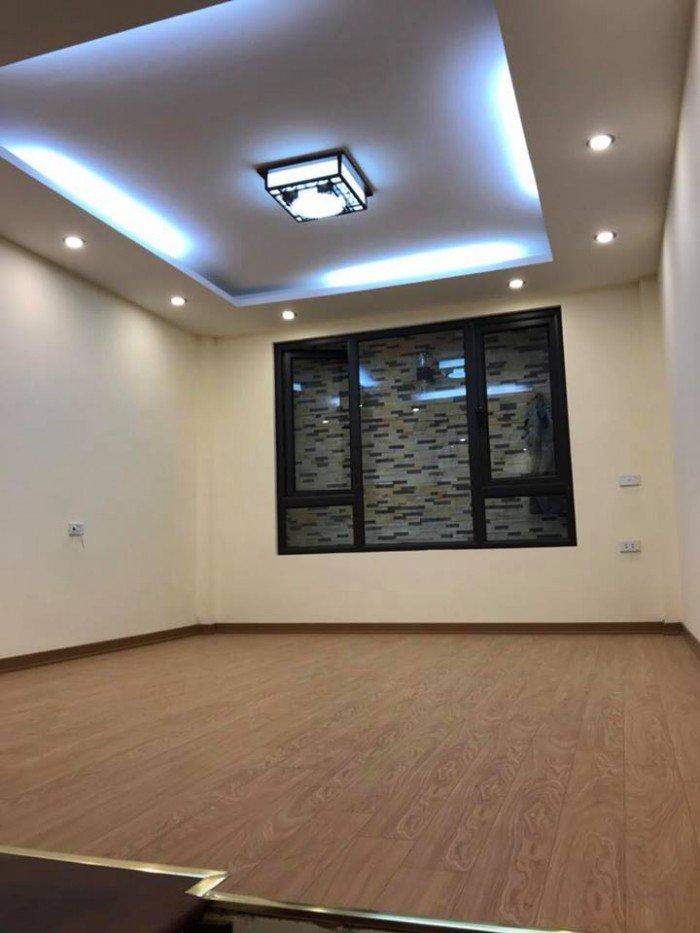 Cho thuê mp Nguyễn Du, Hoàn Kiếm : 150m2, Mặt tiền 5.5m, 8 tầng. Nhà đẹp, kinh doanh tốt.