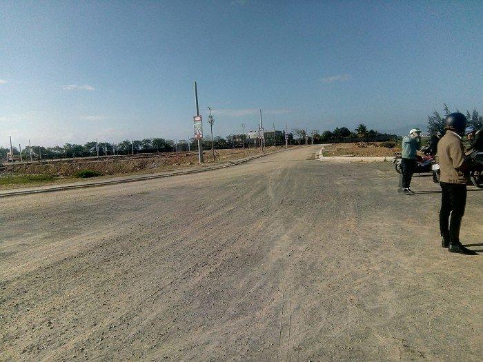 Cần bán lô đất mặt tiền đường 13m5, cách Quốc Lộ 1A 50m, giá570 triệu/lô