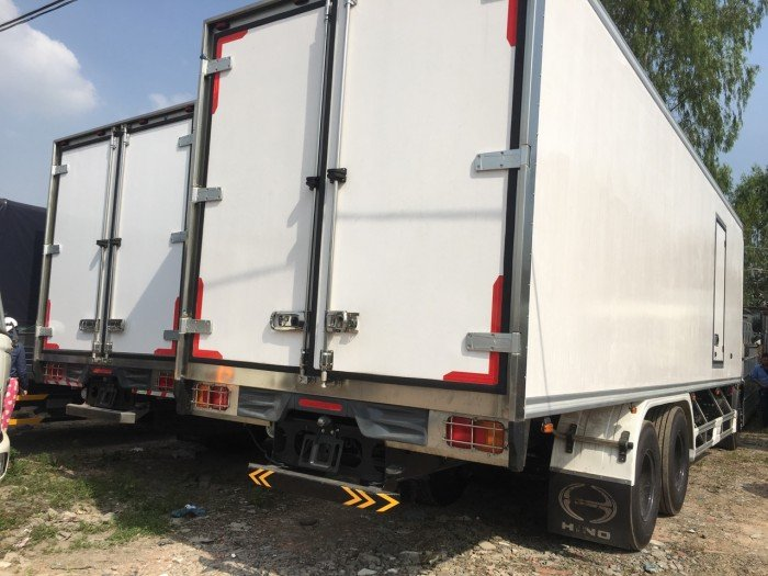 xe tải hino 3 chân thùng đông lạnh mới 100%