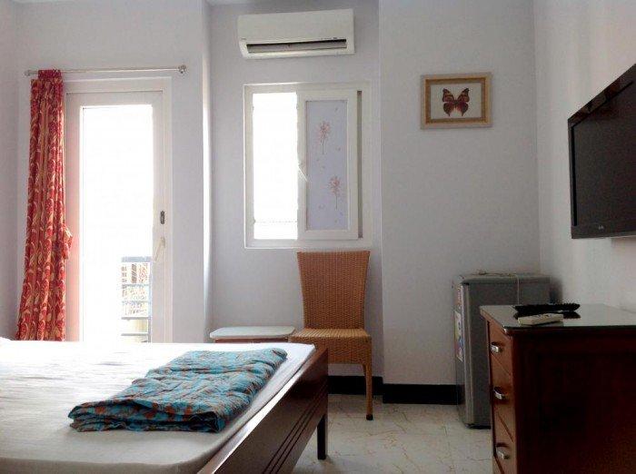 Bán mặt tiền đường Vĩnh Khánh, trung tâm ăn uống quận 4, 80 m2