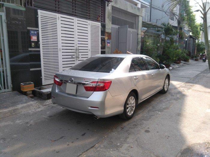 Nhà em bán Camry 2.0 E 2014 màu bạc xe rất đẹp nhà xài kỹ 4
