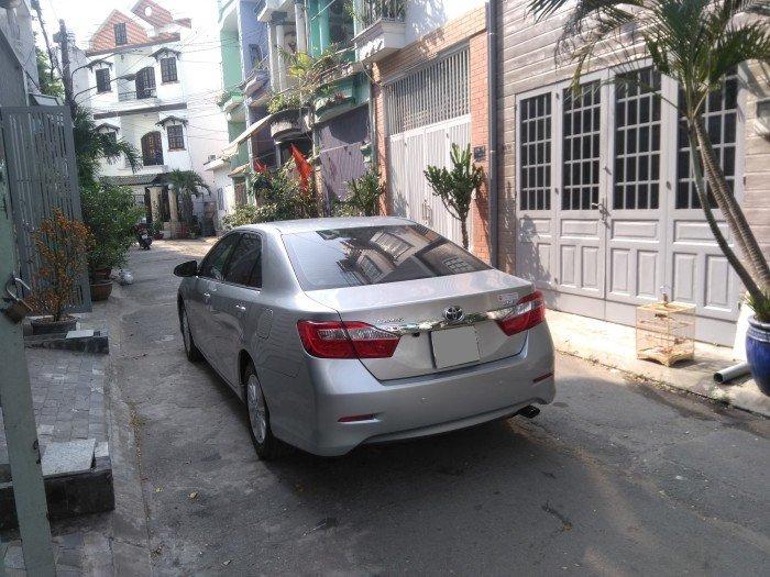 Nhà em bán Camry 2.0 E 2014 màu bạc xe rất đẹp nhà xài kỹ 3