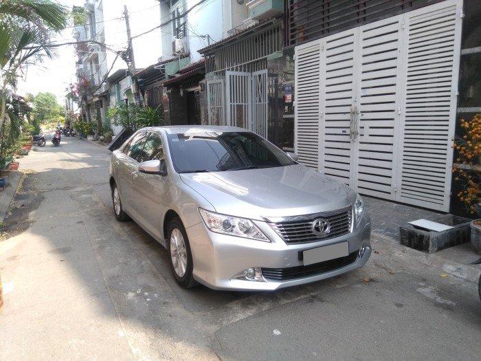 Nhà em bán Camry 2.0 E 2014 màu bạc xe rất đẹp nhà xài kỹ 2