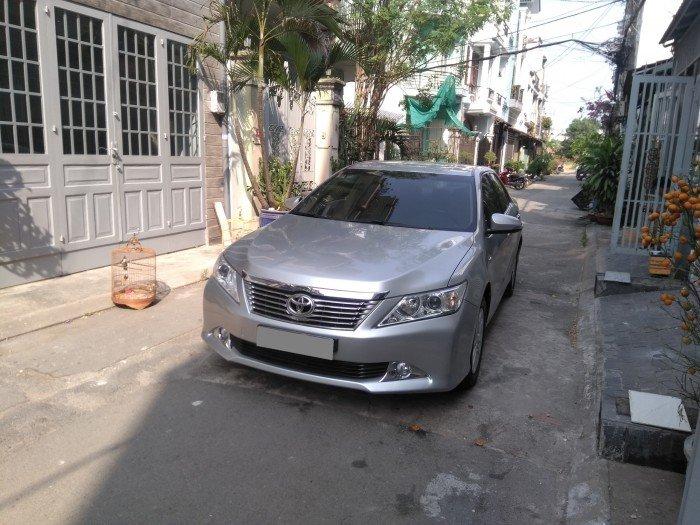 Nhà em bán Camry 2.0 E 2014 màu bạc xe rất đẹp nhà xài kỹ 0