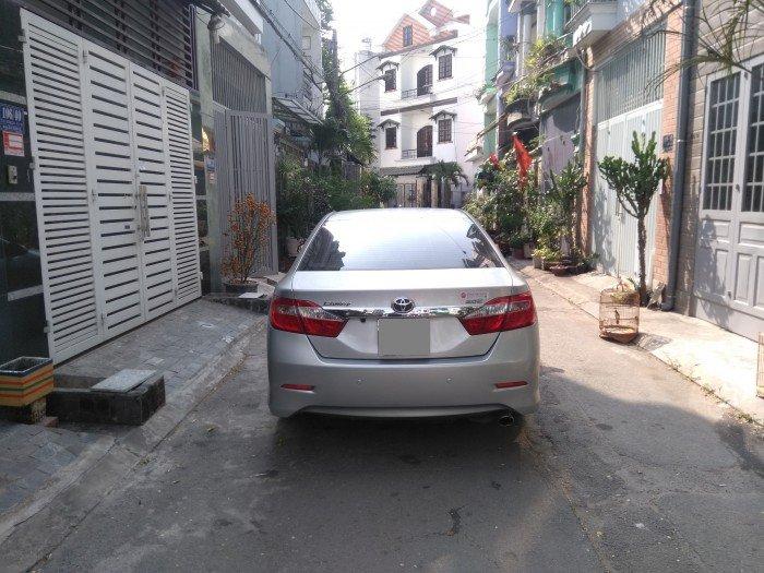 Nhà em bán Camry 2.0 E 2014 màu bạc xe rất đẹp nhà xài kỹ 1