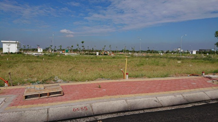 Đất Long Hậu khu dân cư đông, sổ riêng nhận nền xây ngay, giá 735 triệu đối diện công viên