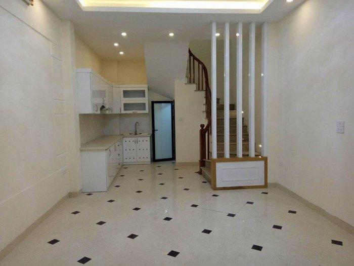 Chỉ 3.2 tỷ  có nhà mới đẹp long lanh phố Hoàng Quốc Việt 30m2, 5 tầng, mặt tiền 3.9m