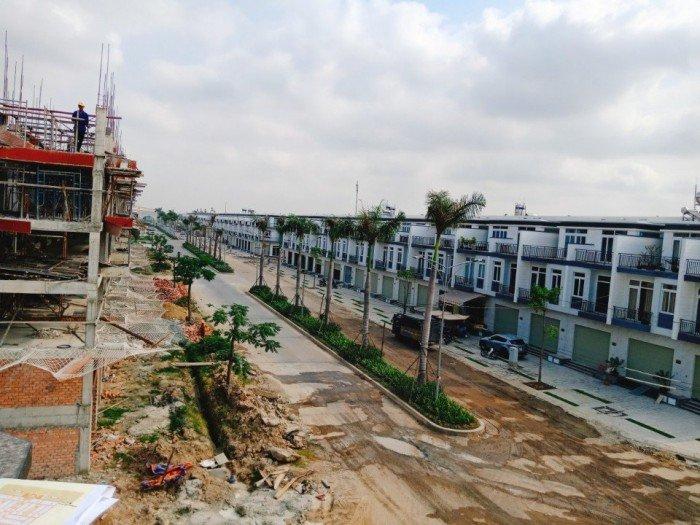 Bán đất nền, nhà phố xây sẵn 2 lầu , mặt tiền, khu dân cư đông đúc