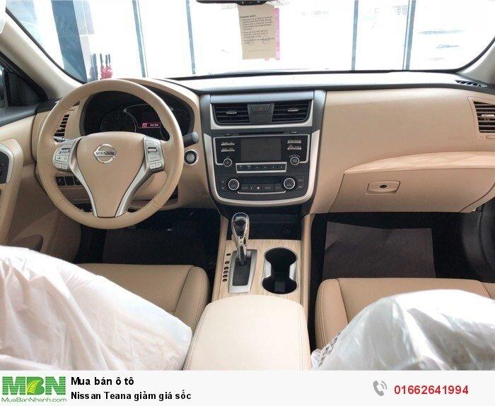 Nissan Teana giảm giá sốc