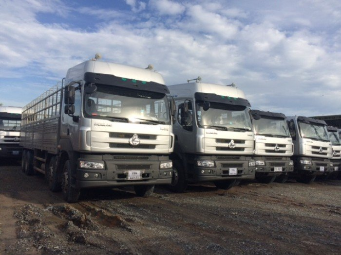 Xe tải thùng Chenglong  4 chân, tải trọng 17,9 tấn