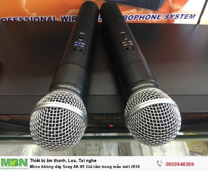 Bộ 2 cây micro cầm nhẹ vừa tay, có độ hút âm tốt với nhiều chức năng chỉnh chế độ tắt âm thanh micro,1