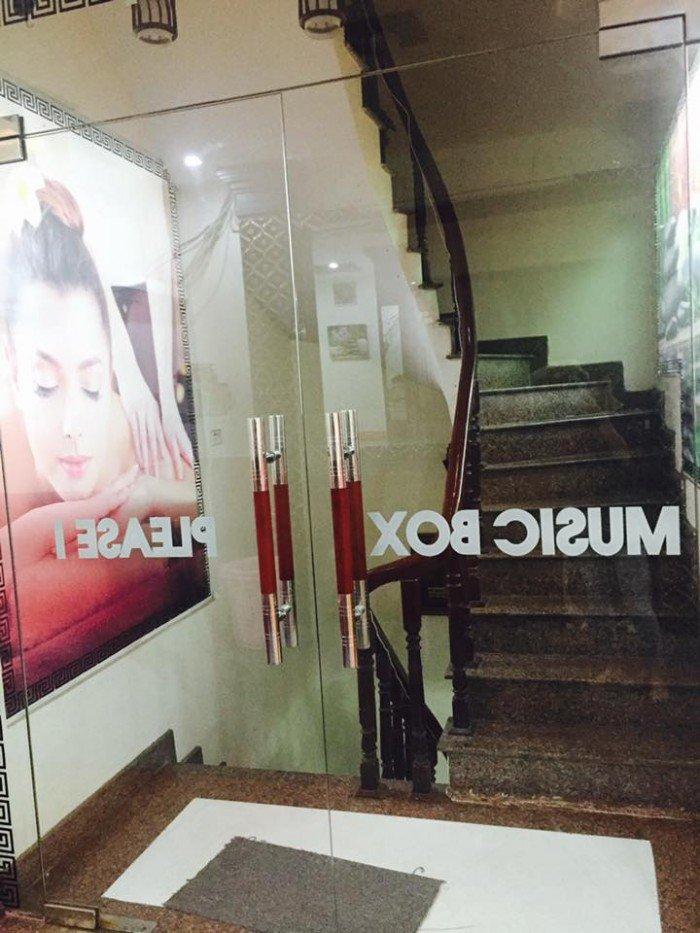 Nhà mặt phố Khương Trung, Thanh Xuân, kinh doanh sầm uất, vị trí đẹp, vỉa hè rộng.