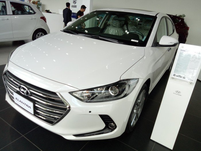 Được trang bị động cơ 2.0l và option đầy đủ hệ thống an toàn- chiếc xe chạy tốt vô biên