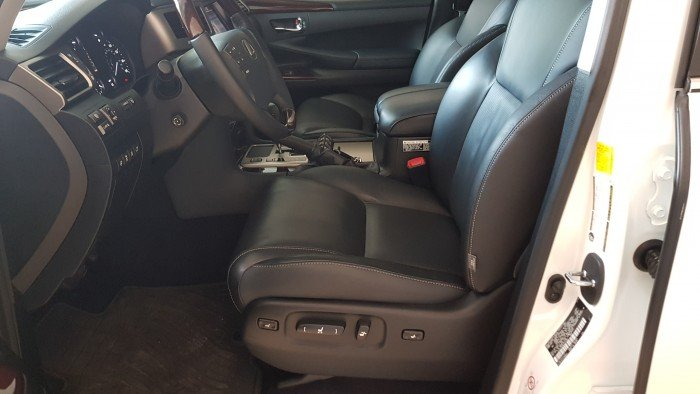 Bán Lexus Lx570 sản xuất 2013 đăng ký lần đầu năm 2015 tên Công ty. 13
