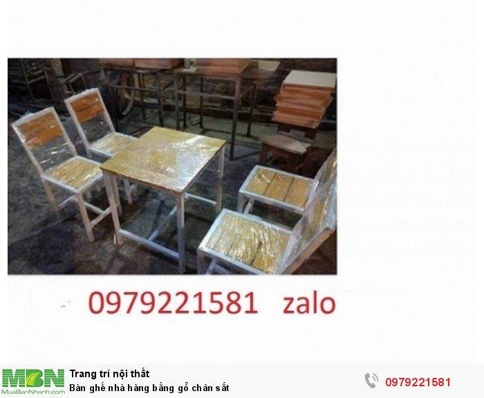Bàn ghế nhà hàng bằng gỗ chân sắt