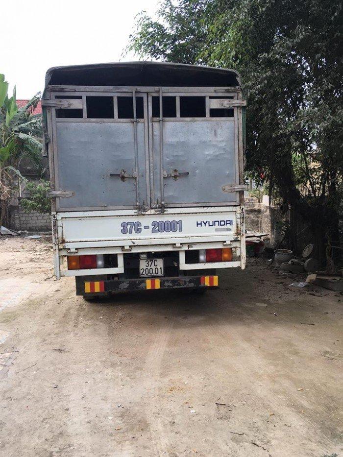 Bán xe tải Hyundai HD65 2,4 tấn màu trắng thùng bạt