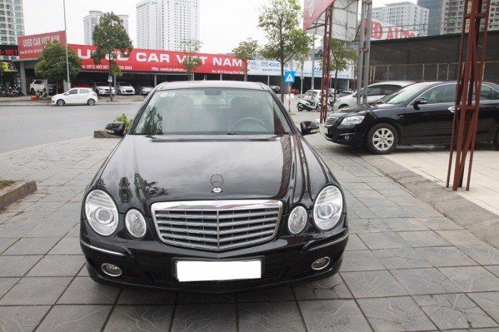 Mercedes E280, sản xuất 2006. Màu đen, nội thất đen.