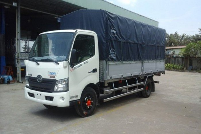 Xe tải Hino 1.9 tấn thùng siêu dài 4.5m