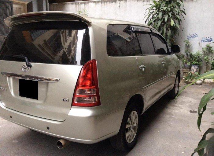 Bán xe Toyota Innova 2007 sô sàn màu bạc xe nhà một chủ từ đầu đi rất giữ.