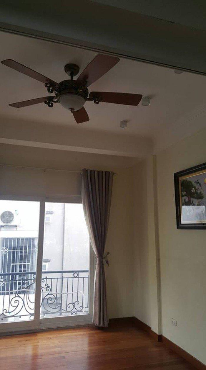 Bán gấp nhà phố Hoàng Hoa Thám, DT106 m2 x4T, nhỉnh 50tr/m2