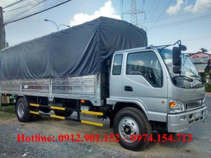 Cần bán xe tải Jac 6.4 tấn/6T4 thùng dài 6.2 mét, xe có sẵn máy lạnh, giá thành tốt