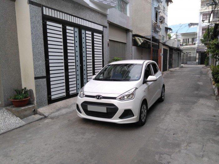 Nhà muốn bán Huyndai i10 sx 2017 màu trắng số sàn như mới luôn nha. 1