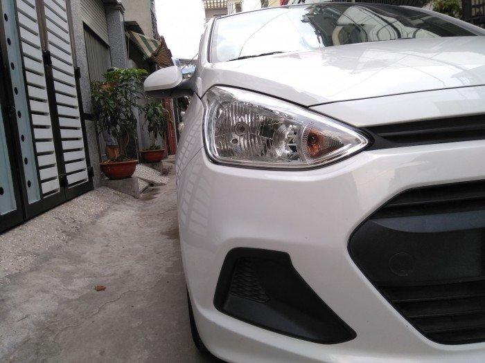 Nhà muốn bán Huyndai i10 sx 2017 màu trắng số sàn như mới luôn nha. 2