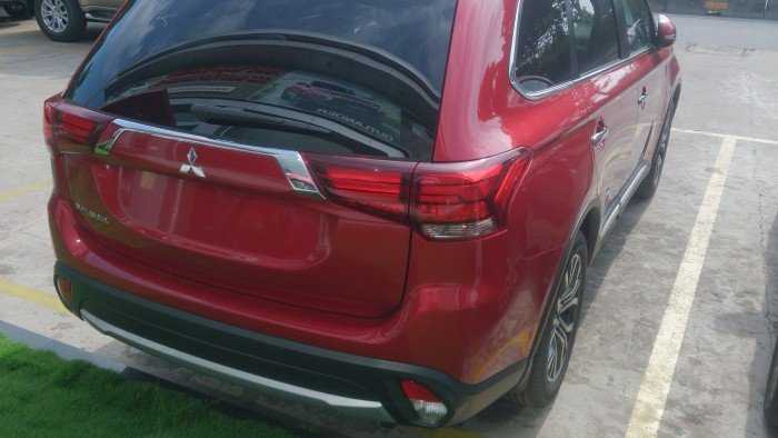 Bán Mitsubishi Outlander 2.0 CVT Prenium 2018, màu đỏ có bán trả góp