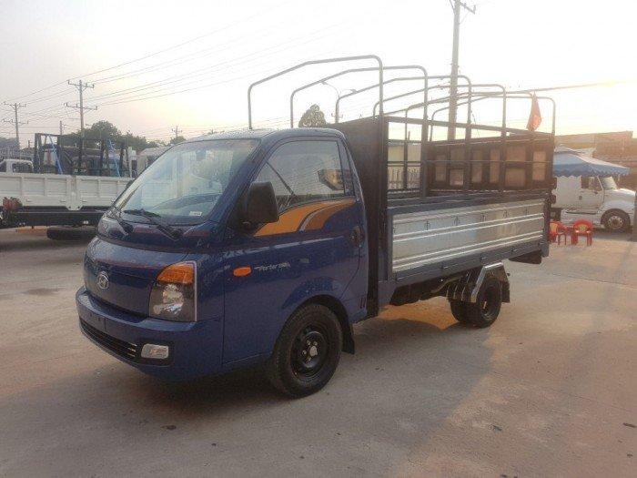 Xe tải Hyundai H150 1,5 tấn thùng mui bạt 3,1m