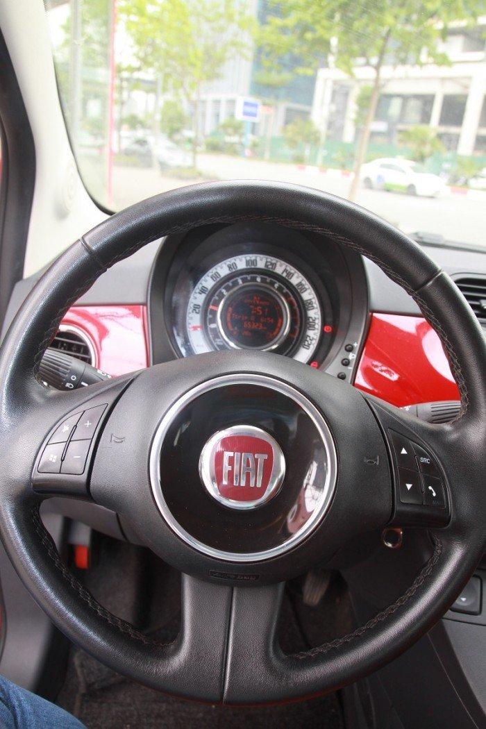 FIAT 500 màu đỏ, số tự động, máy xăng sản xuất 2009 đăng ký 2011.