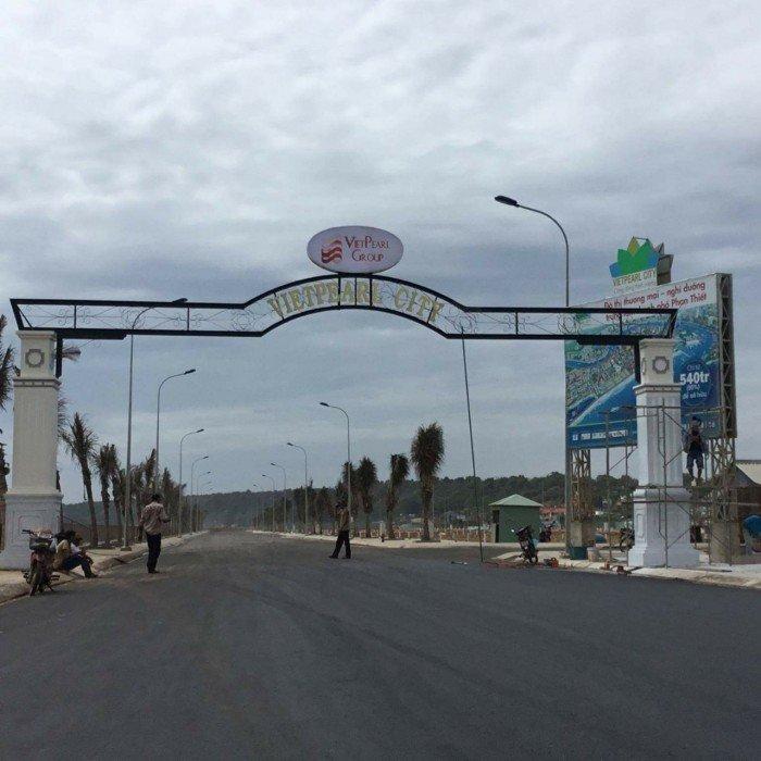Mặt tiền bờ biển phường Lạc Đạo và phường Đức Long, thành phố Phan Thiết.