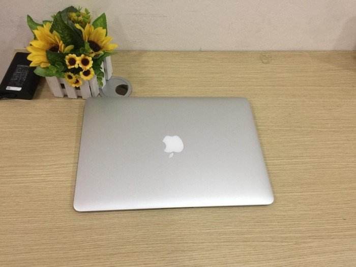 MacBook Air MQD42 2017 13' like new mới sạc 6 lần đẹp xuất sắc0
