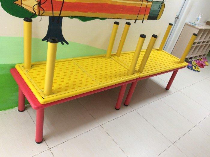 Bán bàn ghế nhựa đúc - cầu trượt mầm non1