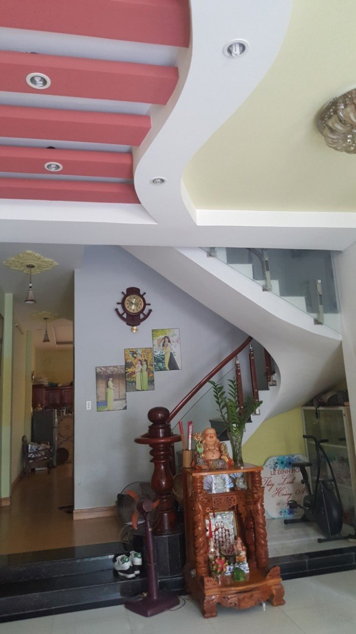 Bán gấp căn nhà 1 trệt 2 lầu đường Phan Chu Trinh P. Quang Vinh dt 134m2