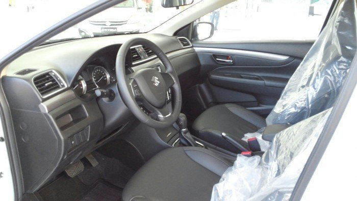 Suzuki Ciaz màu trắng nhập khẩu THÁI LAN