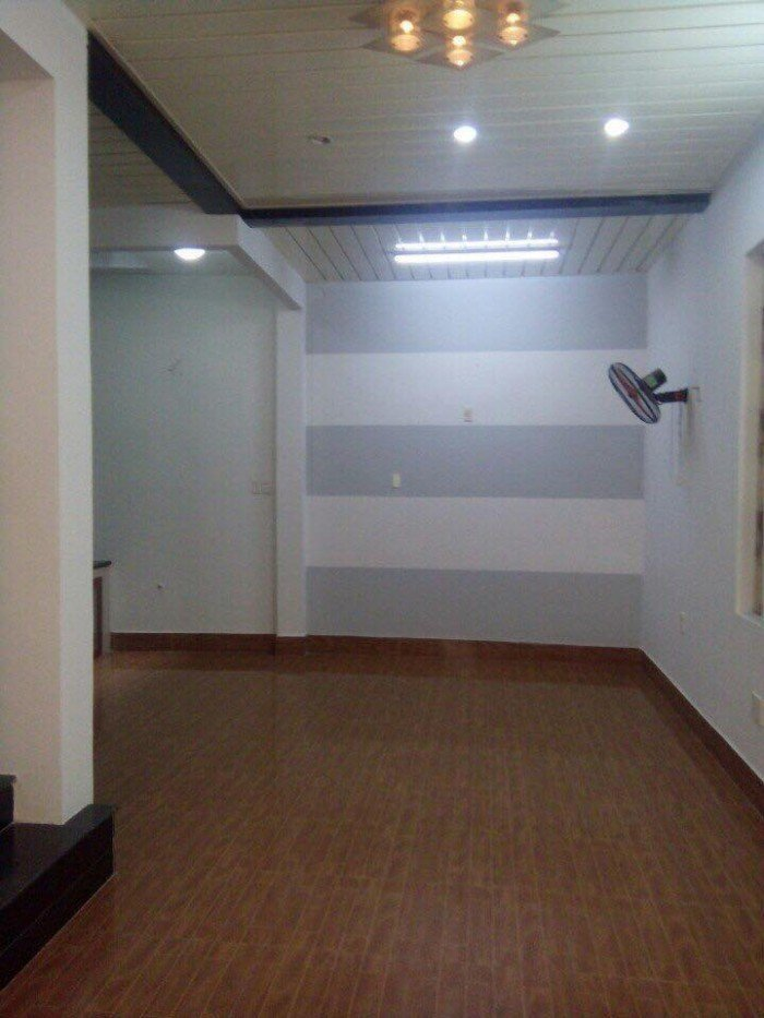 Cho thuê nhà MT Cao Thắng, p5, quận 3, có thang máy