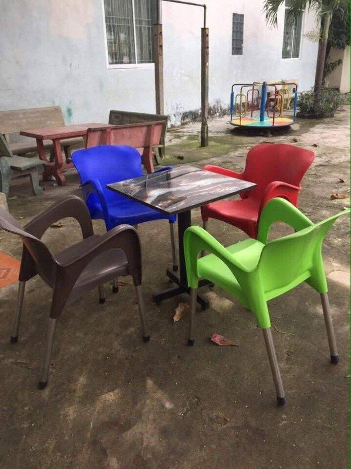 bàn ghế cafe nhựa đúc giá rẻ nhất8
