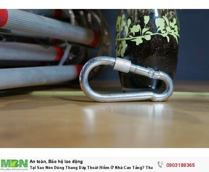 Móc khóa an toàn được làm bằng hợp kim chịu lực lên đến 1000kg, kèm với chốt khóa vặn vô cùng chắc chắn