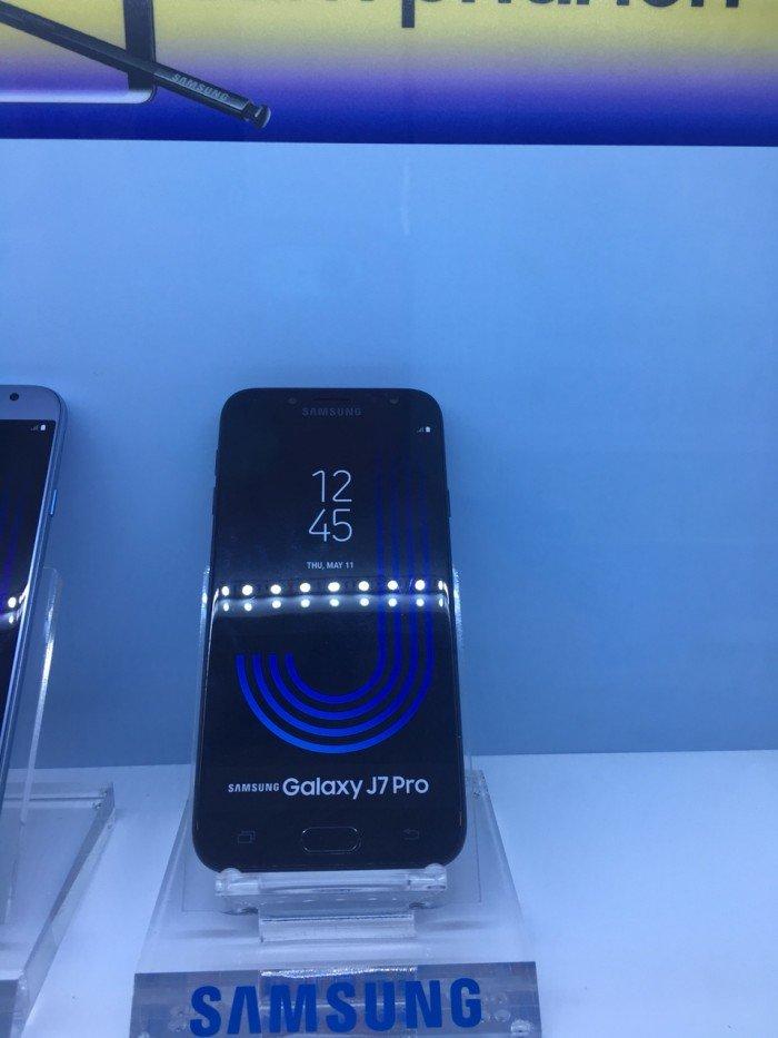 Điện thoại Samsung Galaxy J7 Pro đen trả góp 0%0