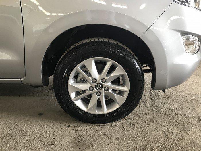 Bán xe Toyota Innova 2018 số tự động 2.0G AT màu bạc, xe giao ngay, giá đặc biêtk, tài trợ vay đến 80%