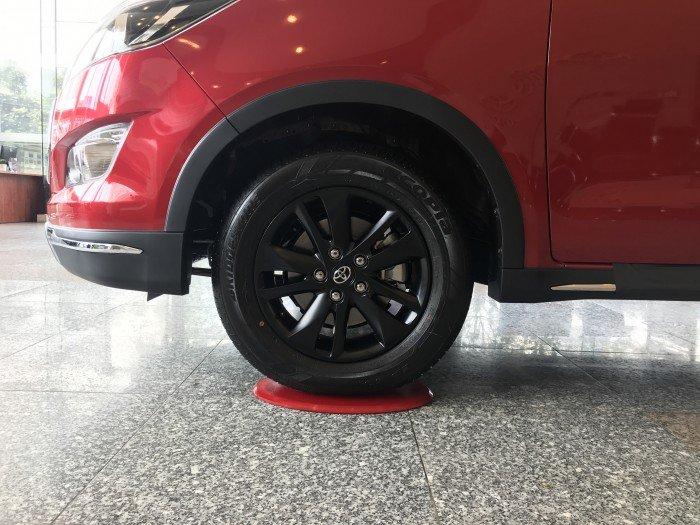 Bán xe Toyota Innova Venturer số tự động màu đỏ, xe giao ngay, giá cạnh tranh
