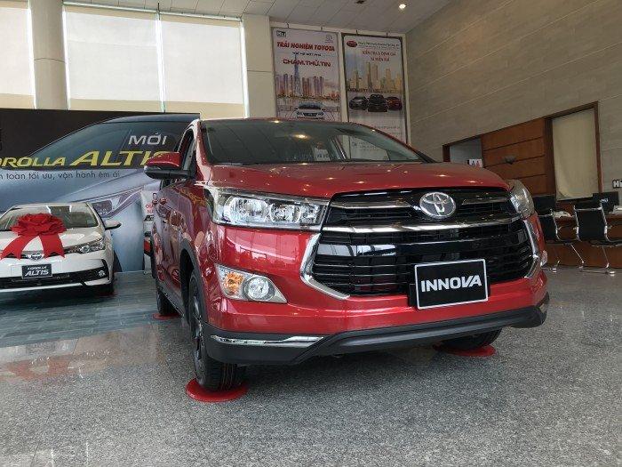 Toyota Innova Venturer 2018 số tự động màu đỏ mới, xe có giao ngay, ưu đãi giá đặc biệt, hổ trợ vay 80%