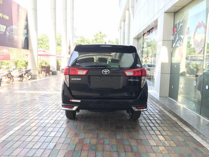 Toyota Innova Venturer 2018 số tự động màu đen, xe giao ngay, giá đặc biệt, giao xe ngay.