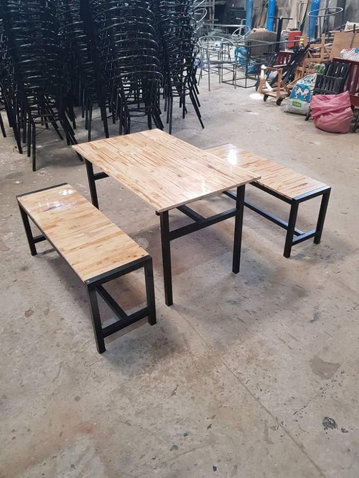 Bàn ghế gỗ xinh xắn2