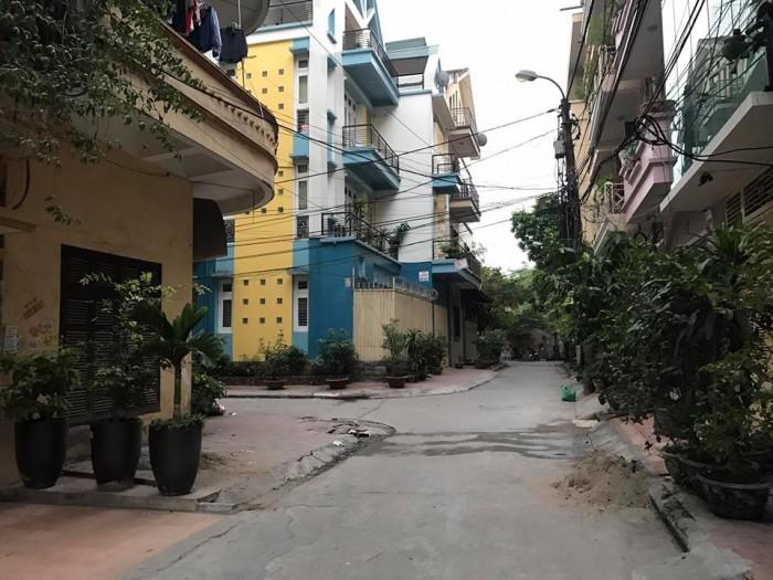 Bán gấp Đất Nguyễn Khánh Toàn, 70m2, 5.5 tỷ, siêu kinh doanh