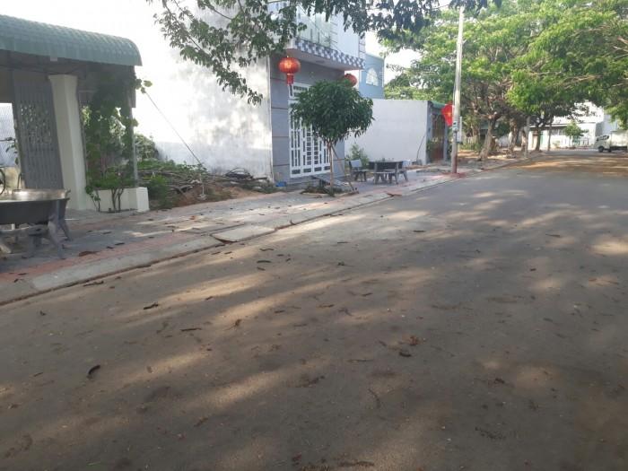 Đất mặt tiền Võ Văn Kiệt, ra huơng lộ 2, giá 400tr. Sổ riêng