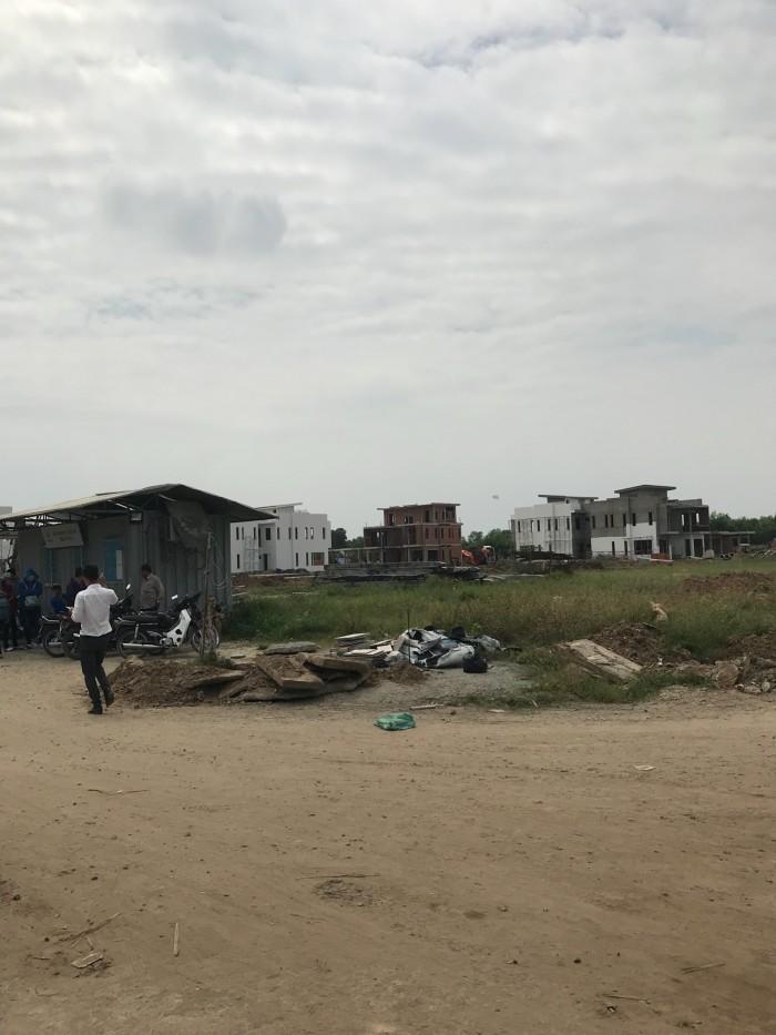 Đất thổ cư khu dân cư Long Hòa center ngay chợ Rạch Kiến ,giá tốt đầu