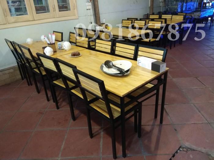 Bộ bàn ghế khung sắt mặt gỗ cho nhà hàng