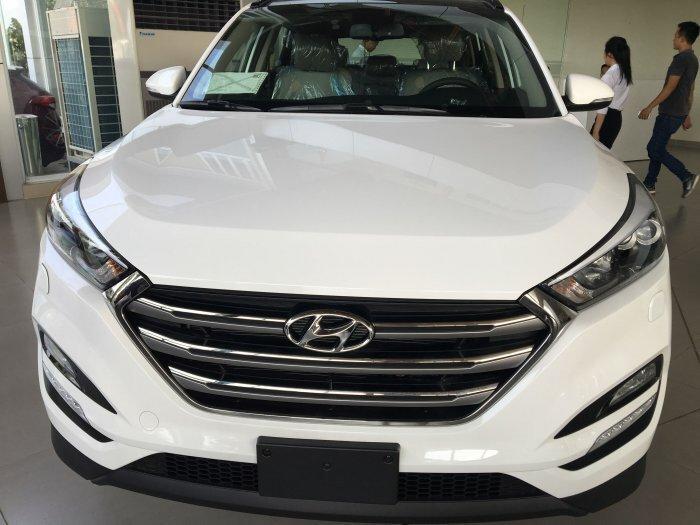 Hyundai Tucson 2018 màu trắng full option